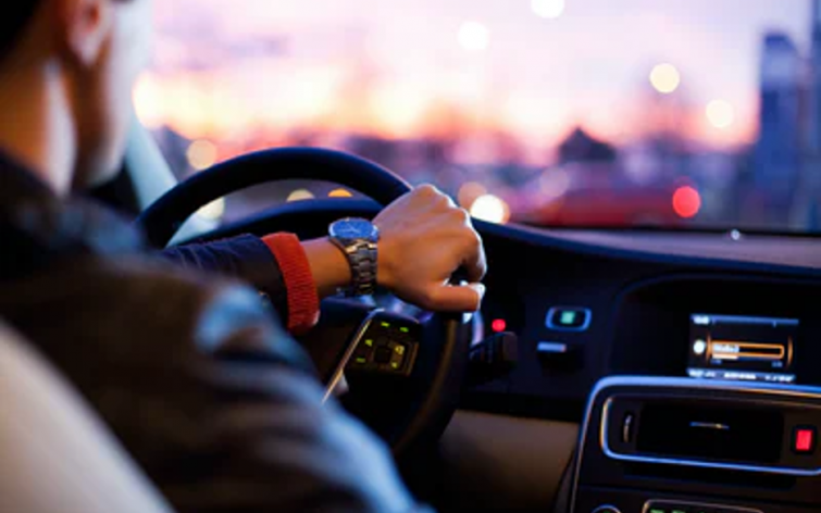 How To Stay Safe While Driving and Manage Accidents